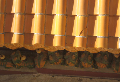 Roof tiles with clay creatures