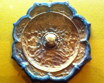 Bronze mirror flower shape